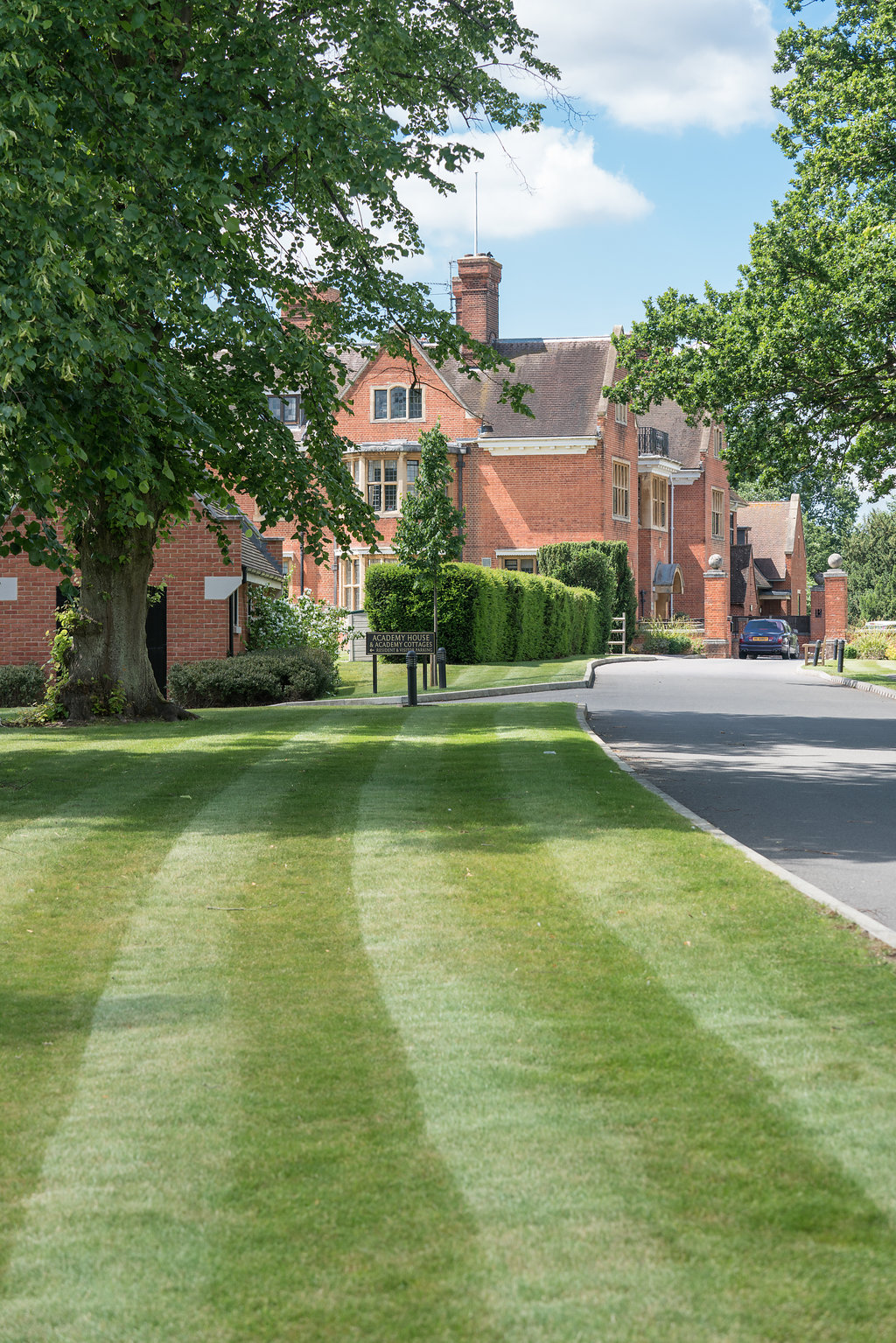 grounds maintenance for hotel