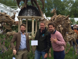 thames valley landscapes team at chelsea flower show