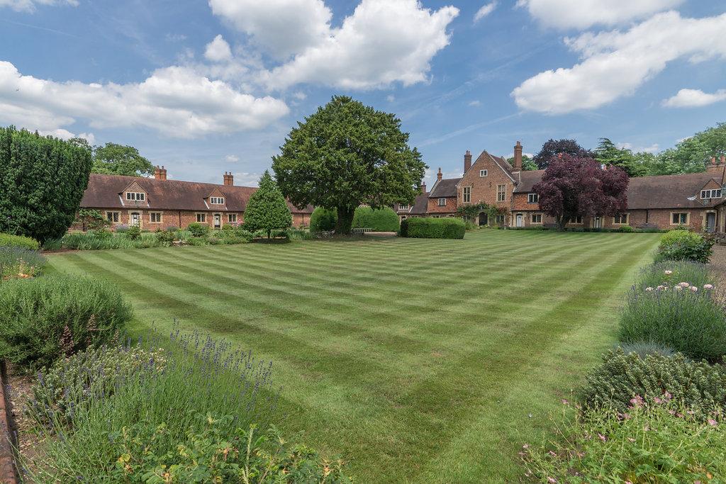 criss cross lawn tramlines pattern