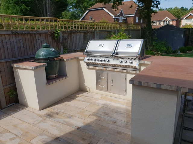 porcelain paving used in outdoor kitchen design