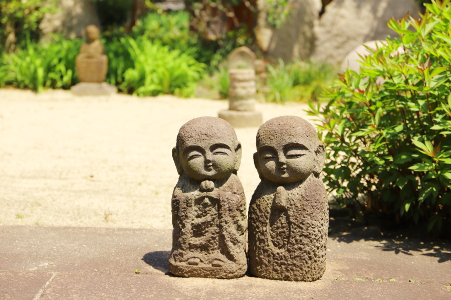 little garden sculptures